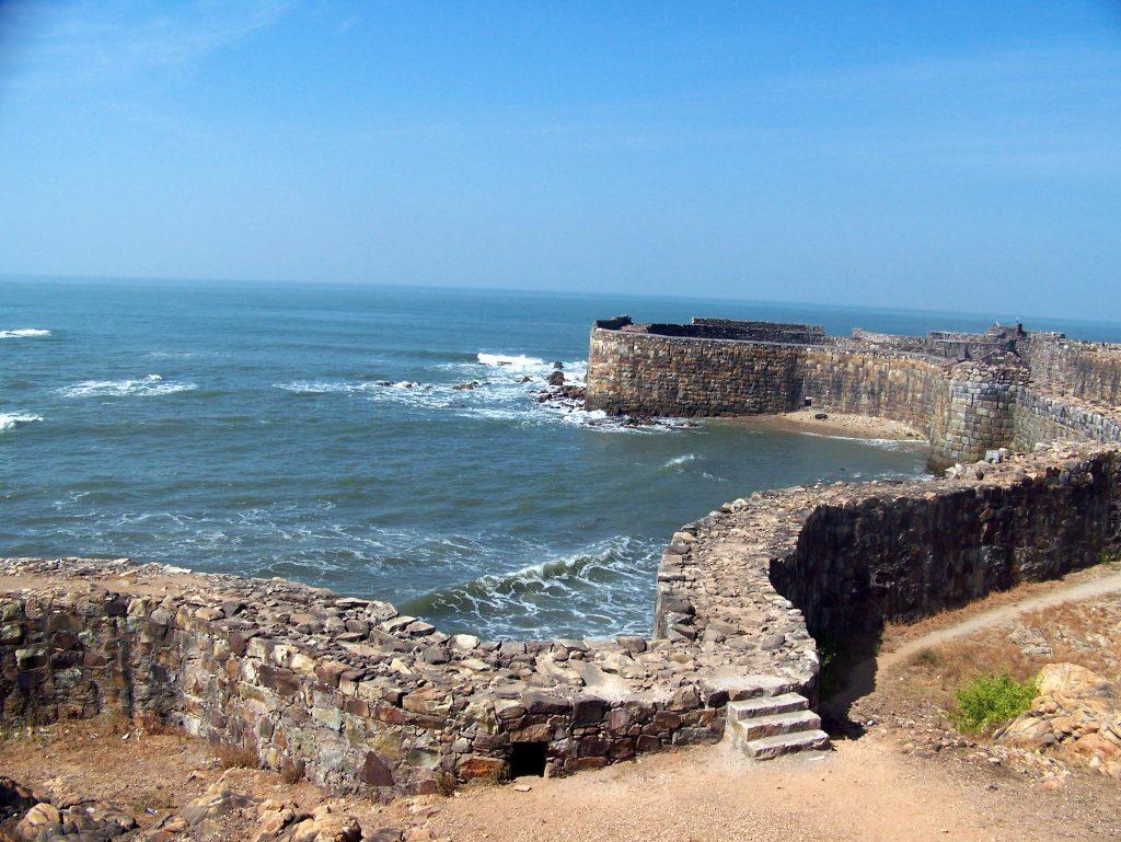 Waves crashing at the fort wall